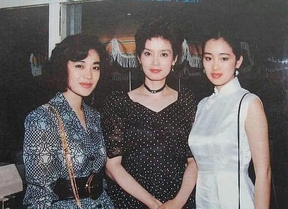 Củng Lợi và các bức ảnh cùng những 'huyền thoại' trong làng giải trí Hong Kong ngày ấy  - Ảnh 7