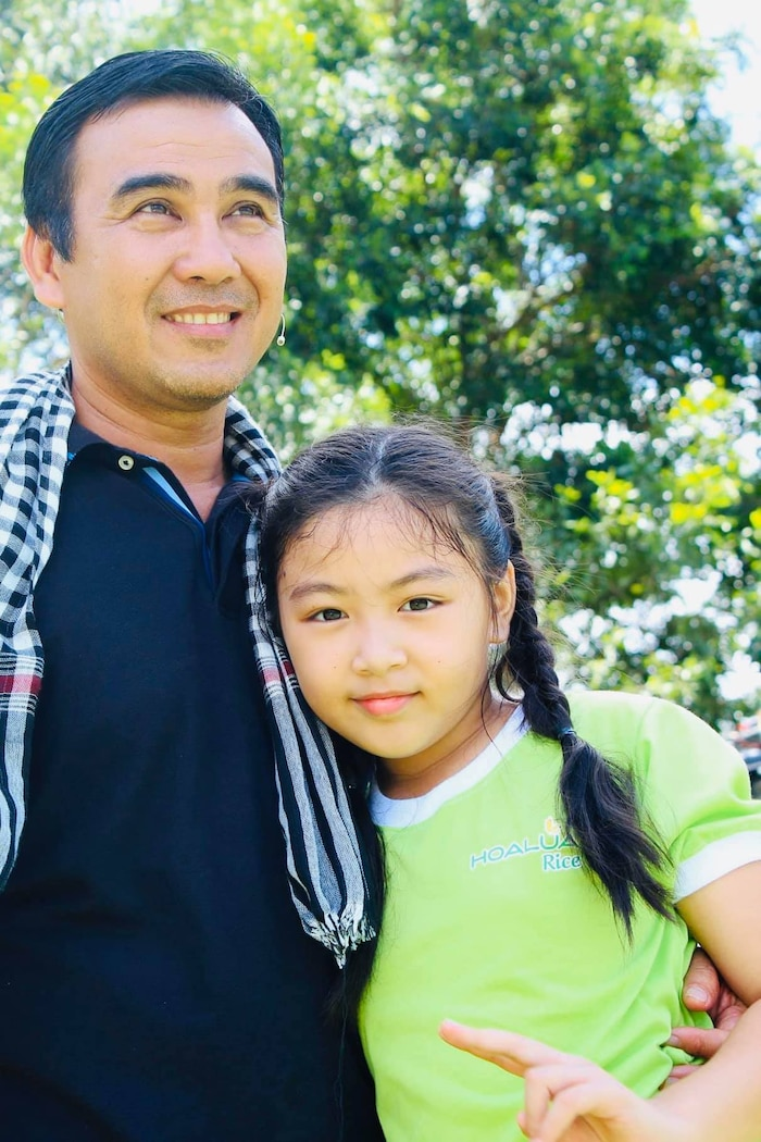 MC Quyền Linh chia sẻ hình ảnh ngày ấy - bây giờ của bé Lọ Lem, nhân dịp sinh nhật 14 tuổi - Ảnh 2