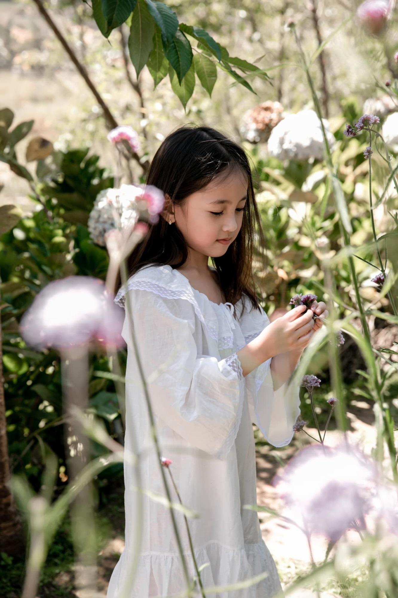 """Không hổ danh con gái Hoa hậu, công chúa nhỏ của Hà Kiều Anh sở hữu """"gen đẹp"""" của mẹ, càng lớn càng lộ khí chất đại mỹ nhân - Ảnh 1"""