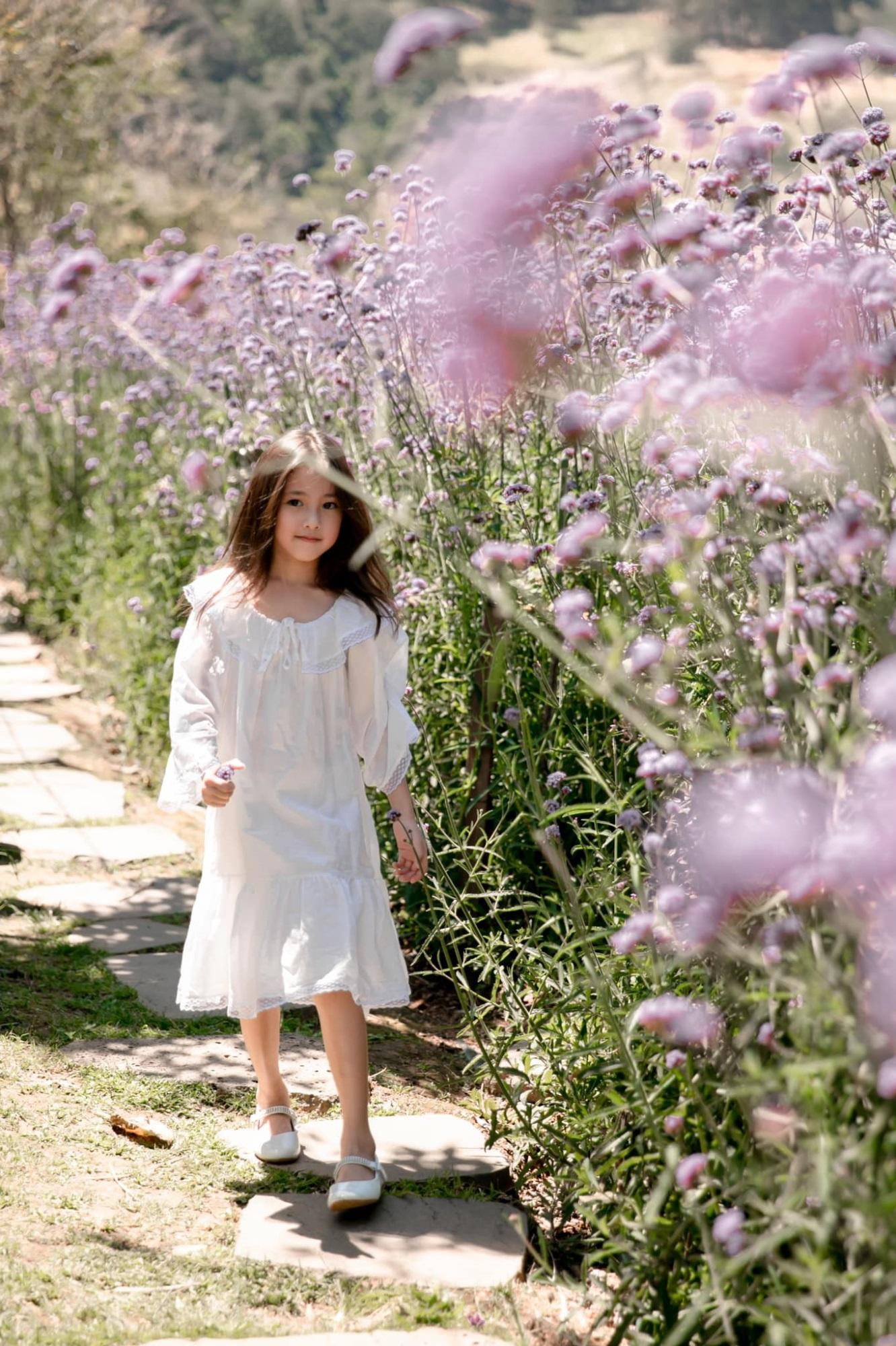 """Không hổ danh con gái Hoa hậu, công chúa nhỏ của Hà Kiều Anh sở hữu """"gen đẹp"""" của mẹ, càng lớn càng lộ khí chất đại mỹ nhân - Ảnh 2"""