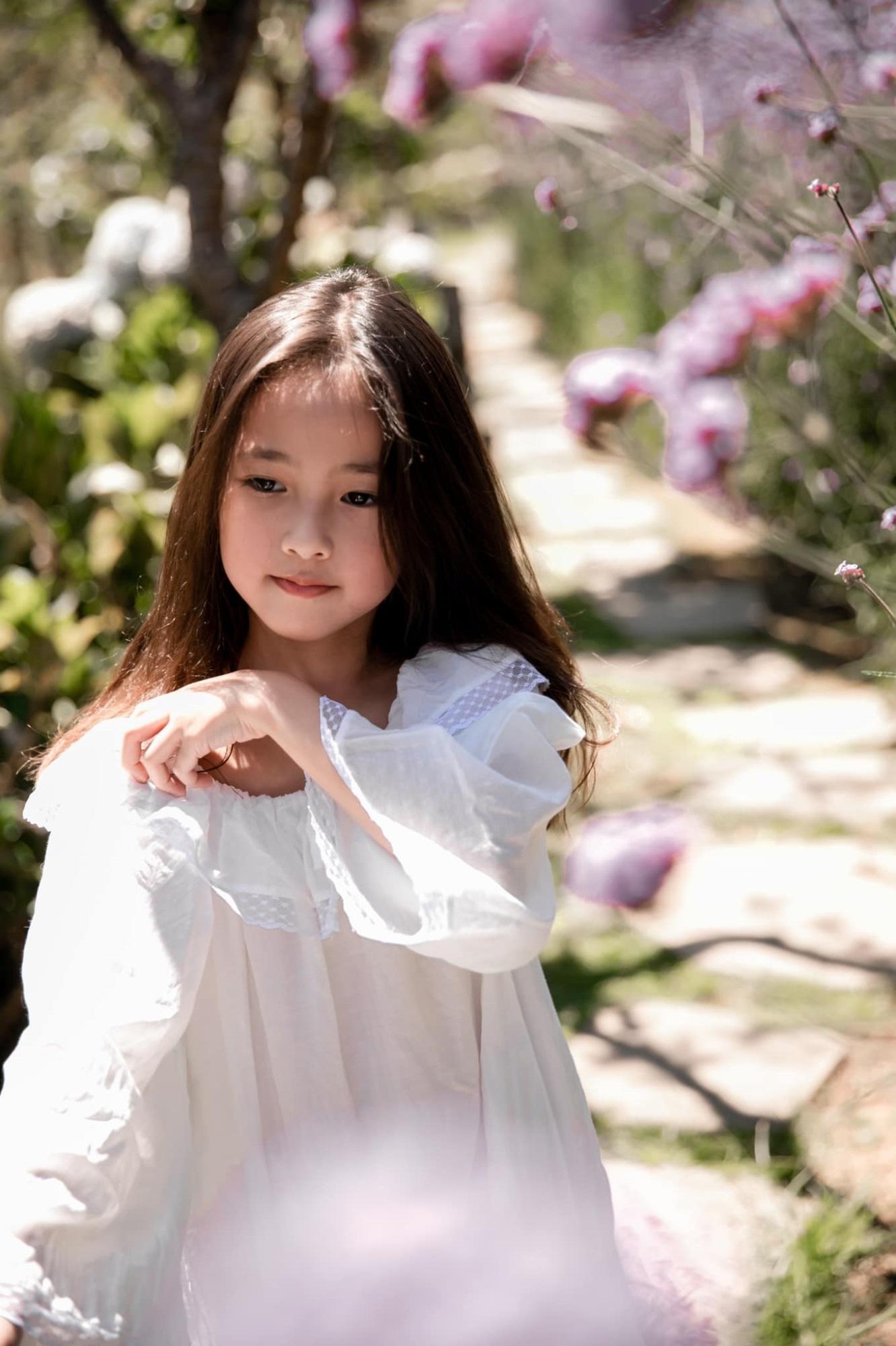 """Không hổ danh con gái Hoa hậu, công chúa nhỏ của Hà Kiều Anh sở hữu """"gen đẹp"""" của mẹ, càng lớn càng lộ khí chất đại mỹ nhân - Ảnh 4"""