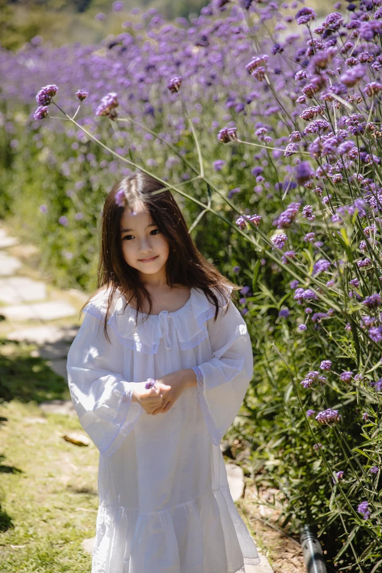 """Không hổ danh con gái Hoa hậu, công chúa nhỏ của Hà Kiều Anh sở hữu """"gen đẹp"""" của mẹ, càng lớn càng lộ khí chất đại mỹ nhân - Ảnh 5"""