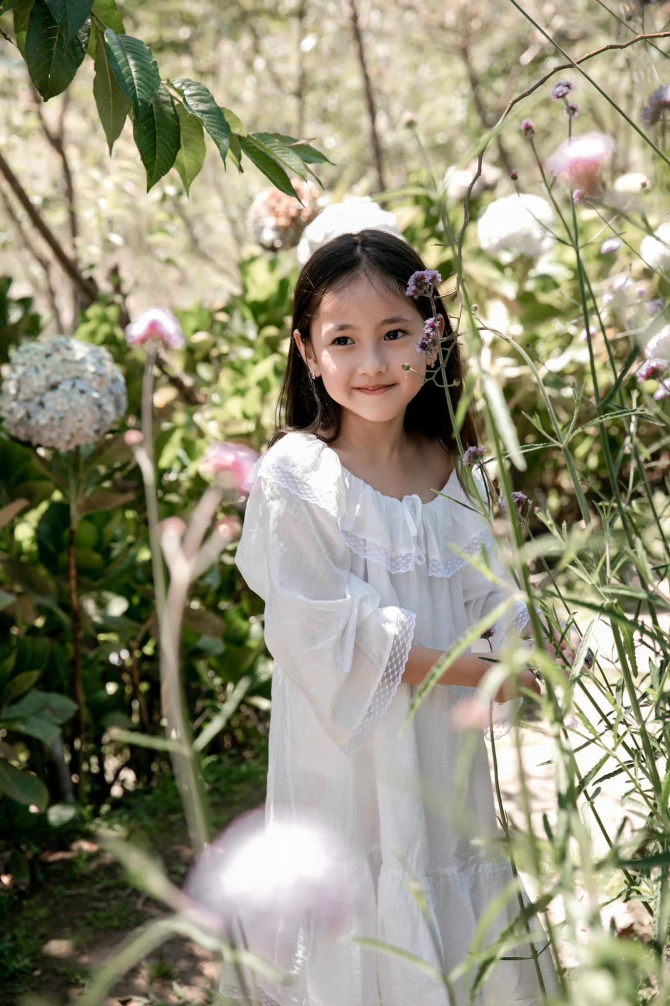 """Không hổ danh con gái Hoa hậu, công chúa nhỏ của Hà Kiều Anh sở hữu """"gen đẹp"""" của mẹ, càng lớn càng lộ khí chất đại mỹ nhân - Ảnh 7"""