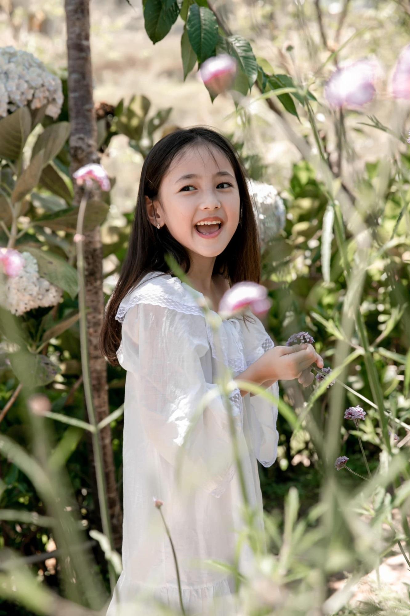 """Không hổ danh con gái Hoa hậu, công chúa nhỏ của Hà Kiều Anh sở hữu """"gen đẹp"""" của mẹ, càng lớn càng lộ khí chất đại mỹ nhân - Ảnh 8"""