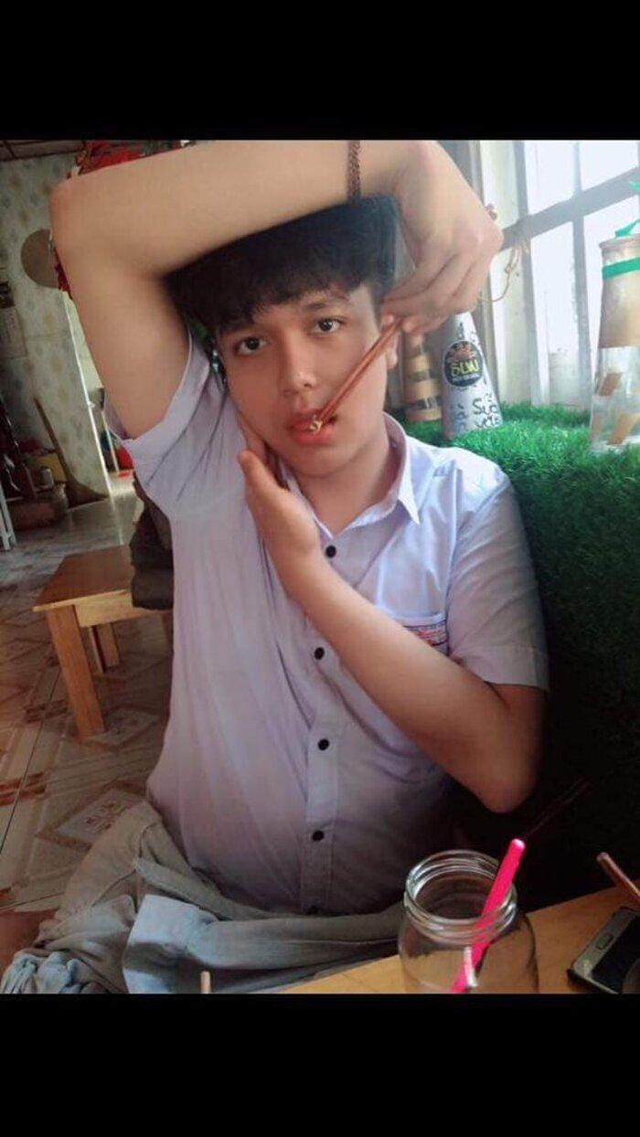 Tự ti vì thân hình béo ú và da mặt đầy mụn, chàng trai Đà Lạt quyết tâm giảm cân thành 'nam thần' có vẻ đẹp lai Tây gây sốt mạng xã hội - Ảnh 2