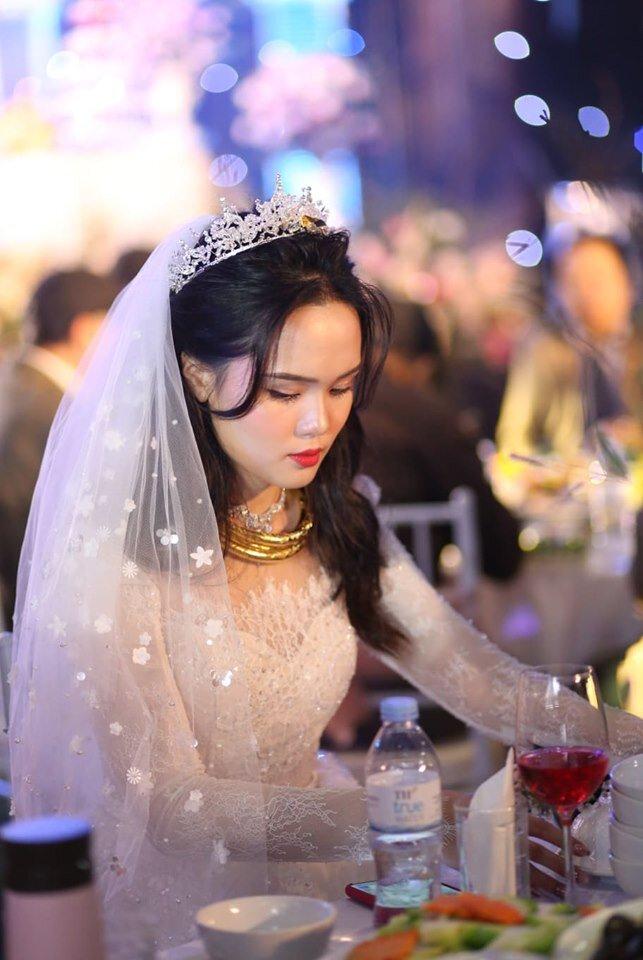 Vợ Công Phượng kiêu sa lộng lẫy trong đám cưới nhưng thần thái và nhan sắc còn 'thua xa' 2 nàng WAGs đình đám này! - Ảnh 6