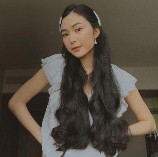4 cách Helly Tống biến tấu cho tóc dài và đen nhánh trở nên thật gọn xinh mát mẻ - Ảnh 1