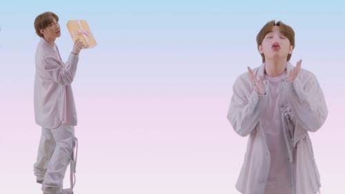 Không phải G-Dragon, Sơn Tùng M-TP đụng độ loạt trang phục với đại sứ LV Ngô Diệc Phàm trong MV mới - Ảnh 8