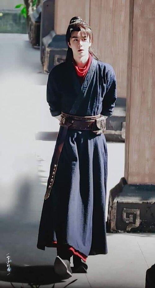 Vương Nhất Bác trong những bức hình mới nhất của 'Hữu Phỉ': Không còn bóng dáng của Lam Vong Cơ - Ảnh 10