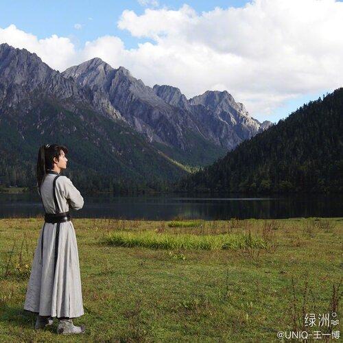 Vương Nhất Bác trong những bức hình mới nhất của 'Hữu Phỉ': Không còn bóng dáng của Lam Vong Cơ - Ảnh 3