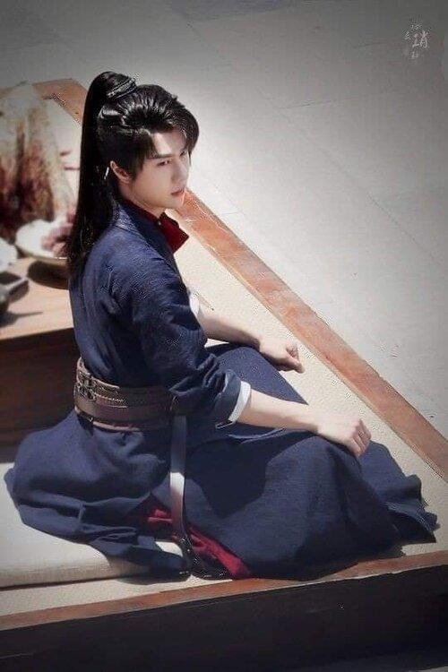 Vương Nhất Bác trong những bức hình mới nhất của 'Hữu Phỉ': Không còn bóng dáng của Lam Vong Cơ - Ảnh 9