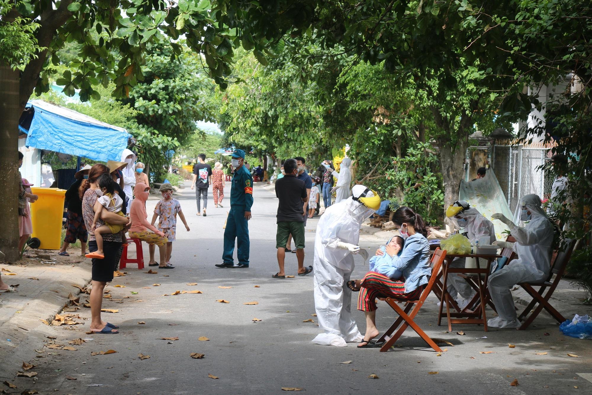 Ba ca Covid-19 mới ở Quảng Nam: Dự đám tang, bán mỳ Quảng, tiếp xúc vô số người - Ảnh 1