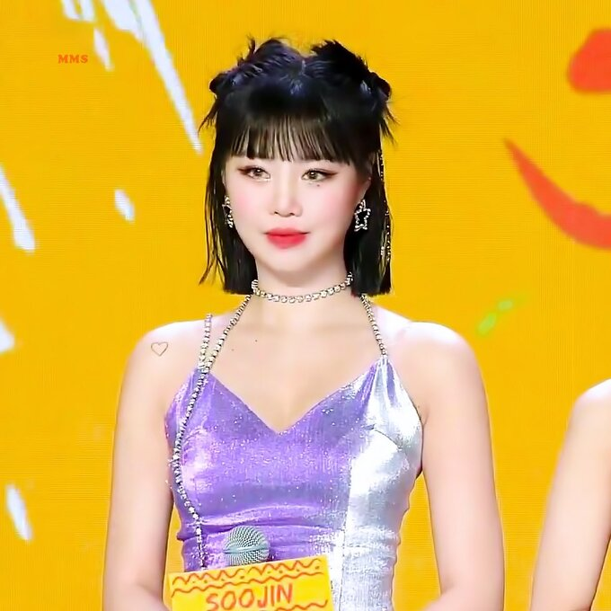 Soo Jin (G)I-DLE gây 'sốt' khi khoe lưng trần gợi cảm - Ảnh 6