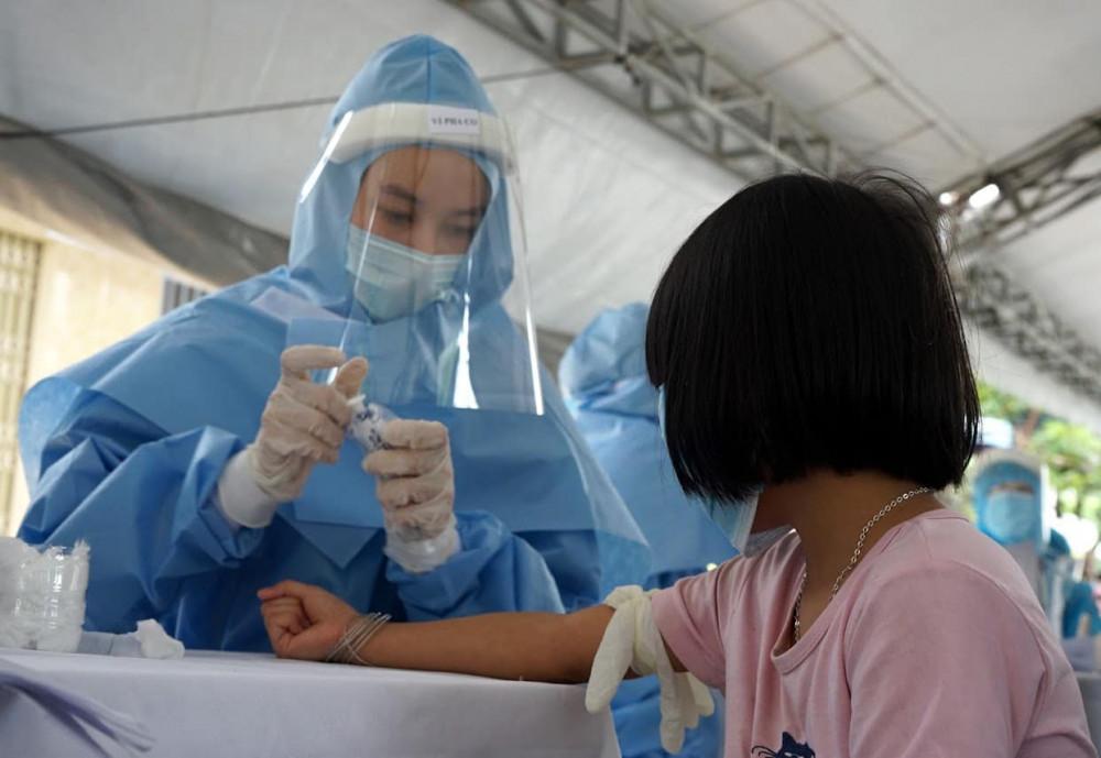Vì sao nhân viên công ty xe bus tại Hà Nội vẫn mắc COVID-19 dù test nhanh âm tính? - Ảnh 1