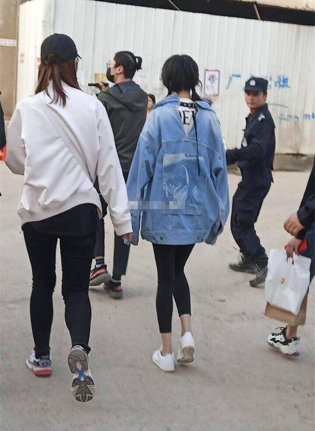 Những mỹ nhân Hoa Ngữ sở hữu đôi chân cực phẩm vẫn lộ khuyết điểm khiến fan 'hết hồn' - Ảnh 2