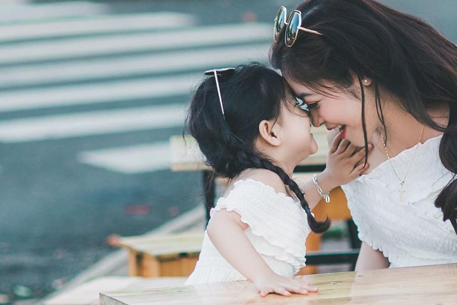 Muốn con gái hạnh phúc và thành công, đây là 5 điều các bà mẹ nên 'tỉ tê' với con - Ảnh 1