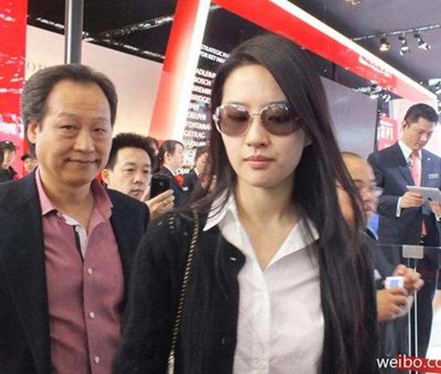 Thế lực chống lưng cho Lưu Diệc Phi và các sao nữ Trung Quốc - Ảnh 3