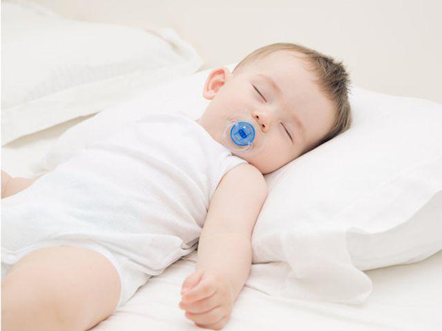 4 tư thế ngủ của trẻ không chỉ nguy hiểm mà còn ngầm báo sức khỏe đang có vấn đề - Ảnh 4