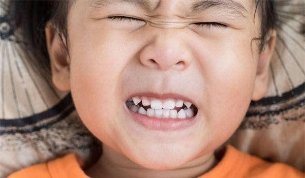 4 tư thế ngủ của trẻ không chỉ nguy hiểm mà còn ngầm báo sức khỏe đang có vấn đề - Ảnh 3