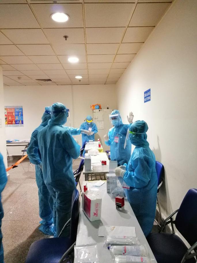Thêm 4 bệnh nhân tại TP HCM xuất viện - Ảnh 1
