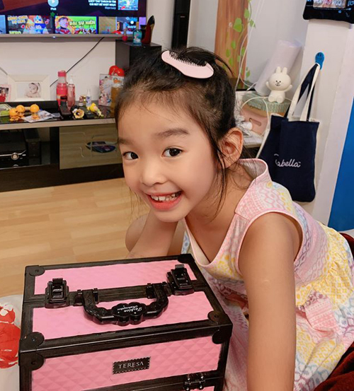 Con gái mỹ nhân Việt bé tí đã sành sỏi làm điệu - Ảnh 4