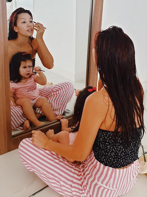 Con gái mỹ nhân Việt bé tí đã sành sỏi làm điệu - Ảnh 6