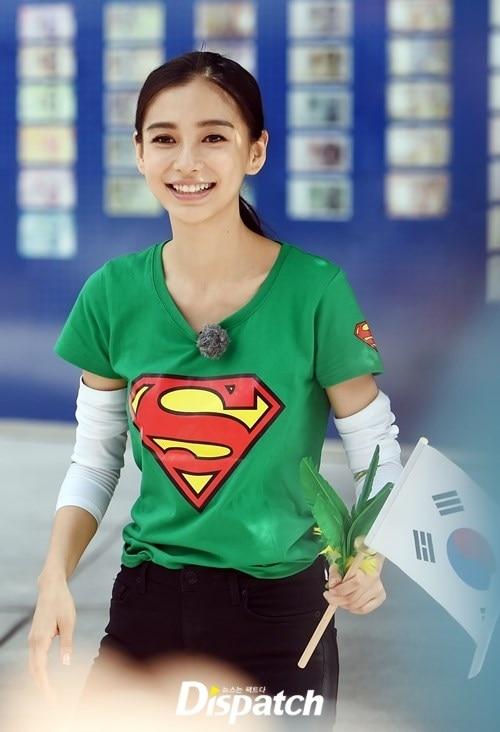 Khi các nghệ sĩ nổi tiếng Hoa Ngữ từng là vũ công: AngelaBaby từng là bạn nhảy Châu Kiệt Luân, không nhận ra Vương Nhất Bác - Ảnh 1