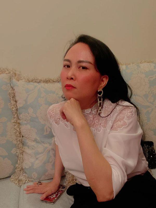 Không đơn thuần cho đẹp, Phượng Chanel làm tóc, trang điểm chỉn chu khi ở nhà là vì việc khác - Ảnh 4