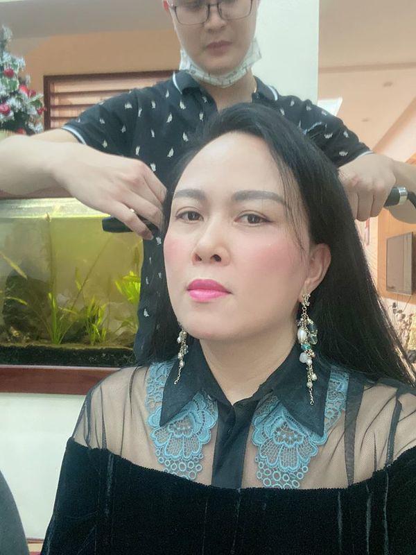 Không đơn thuần cho đẹp, Phượng Chanel làm tóc, trang điểm chỉn chu khi ở nhà là vì việc khác - Ảnh 2