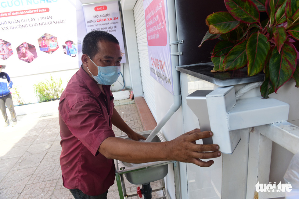 'ATM gạo' ở Tân Phú tuôn trào nhân ái Sài Gòn 24/24 - Ảnh 3