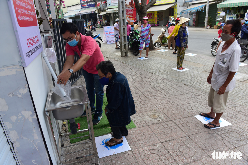 'ATM gạo' ở Tân Phú tuôn trào nhân ái Sài Gòn 24/24 - Ảnh 1