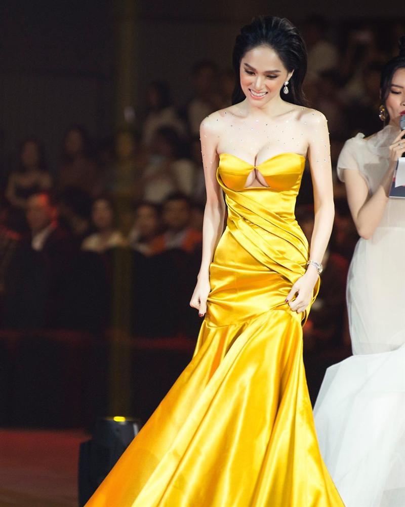 Mải khoe thành tích, hoa hậu Hương Giang nào hay lộ khuyết điểm không thể phẫu thuật - Ảnh 7