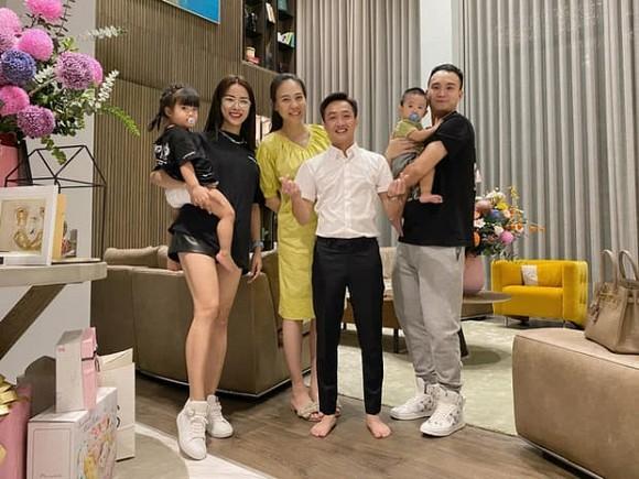 Đàm Thu Trang xuất hiện rạng rỡ, khoe trọn body thon thả sau 1 tháng sinh con - Ảnh 5