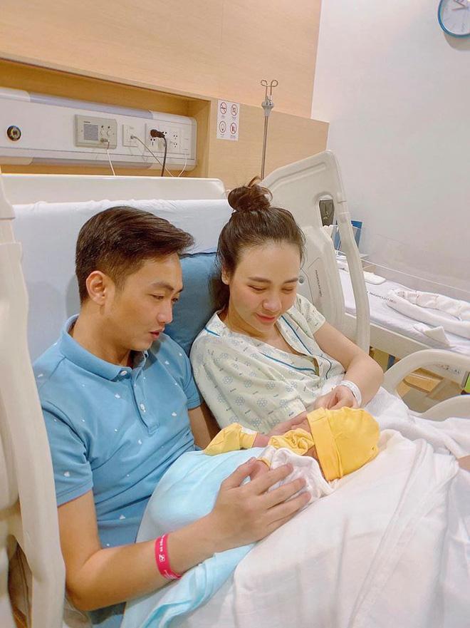 Đàm Thu Trang xuất hiện rạng rỡ, khoe trọn body thon thả sau 1 tháng sinh con - Ảnh 3