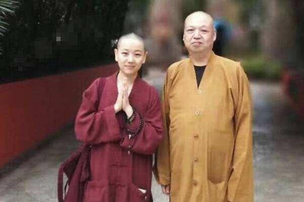 """Nổi tiếng nhờ """"Hoàn Châu cách cách"""", vô số người chờ đợi cô lớn nhưng ở tuổi 31 lại lựa chọn cạo tóc làm ni cô - Ảnh 1"""