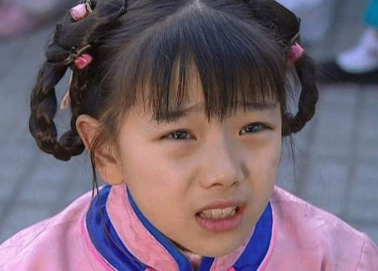 """Nổi tiếng nhờ """"Hoàn Châu cách cách"""", vô số người chờ đợi cô lớn nhưng ở tuổi 31 lại lựa chọn cạo tóc làm ni cô - Ảnh 3"""