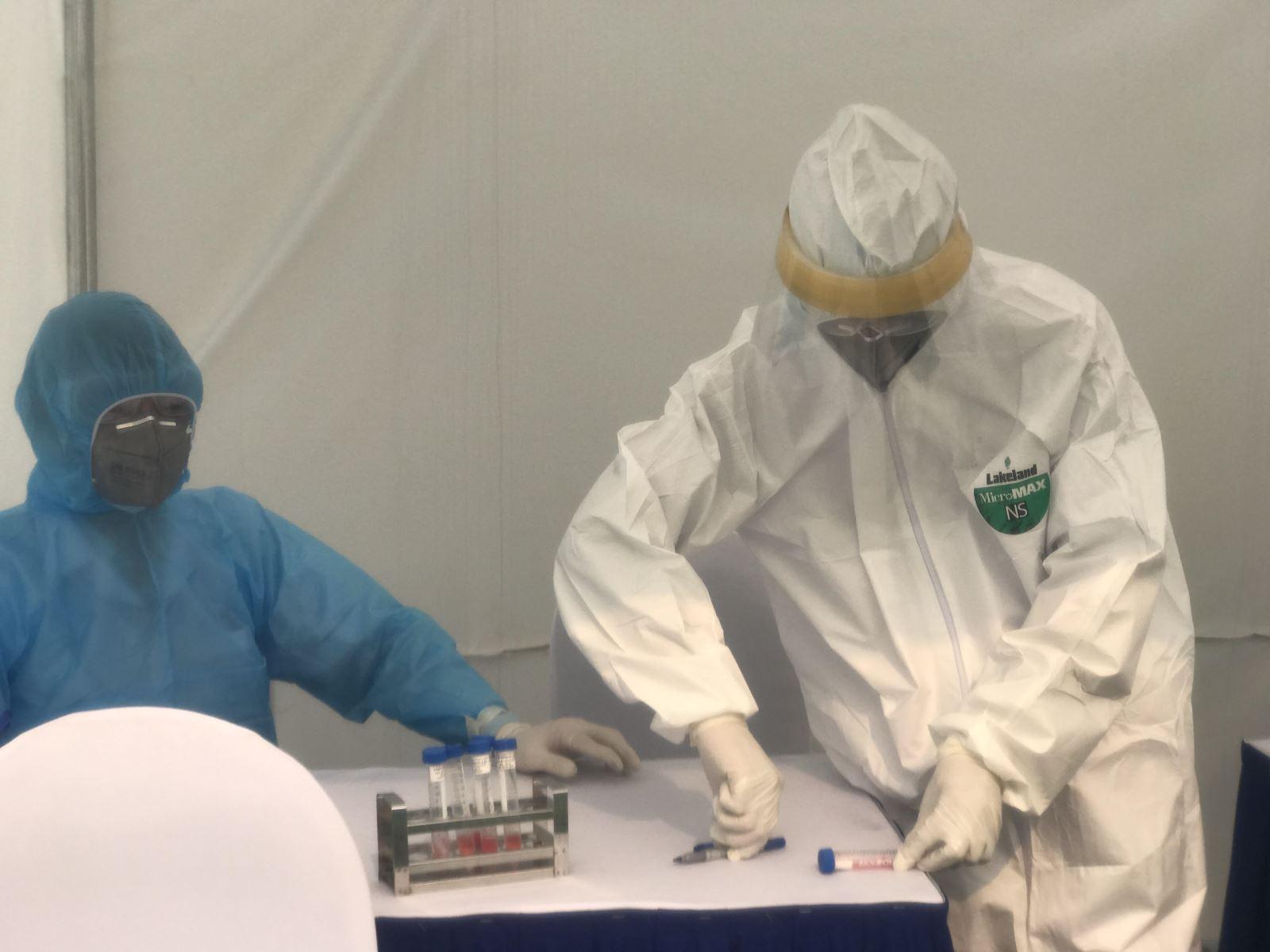 Đội phản ứng nhanh phòng dịch COVID-19: Đã khoác đồ phòng hộ là xác định 'ngứa không gãi, không đi vệ sinh' - Ảnh 5