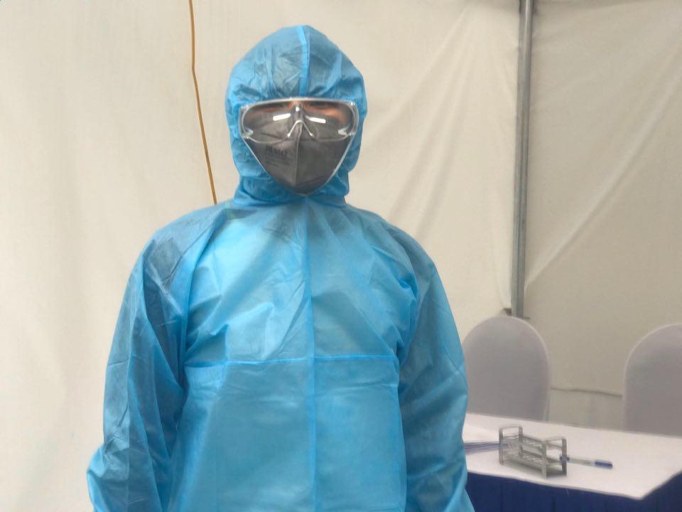 Đội phản ứng nhanh phòng dịch COVID-19: Đã khoác đồ phòng hộ là xác định 'ngứa không gãi, không đi vệ sinh' - Ảnh 4