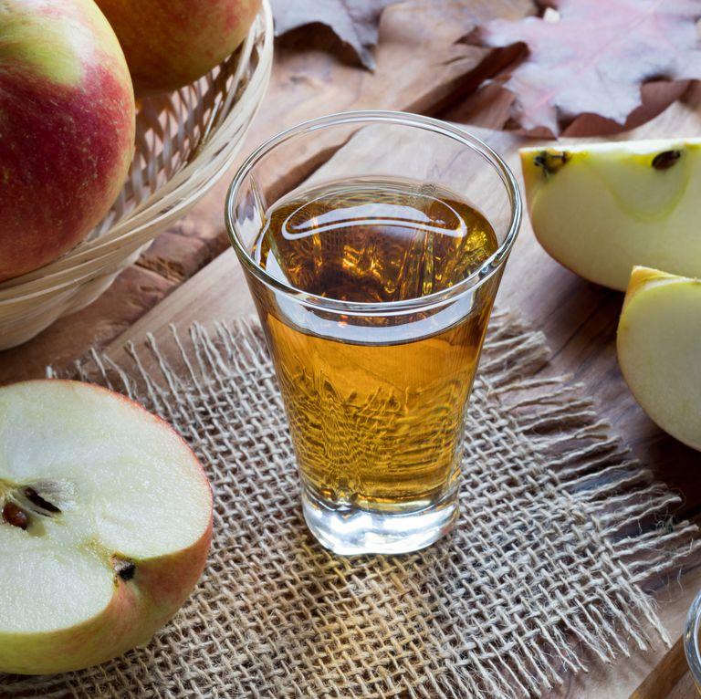 Nhiều nguồn thông tin khuyên bạn nên uống giấm táo cũng có thể giải quyết chứng đầy hơi