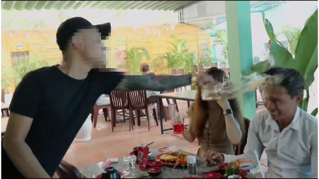 Đưa người đẹp đi ăn, Youtuber đình đám Lộc 'phụ hồ' bị một thanh niên lạ mặt 'hành hung' - Ảnh 2