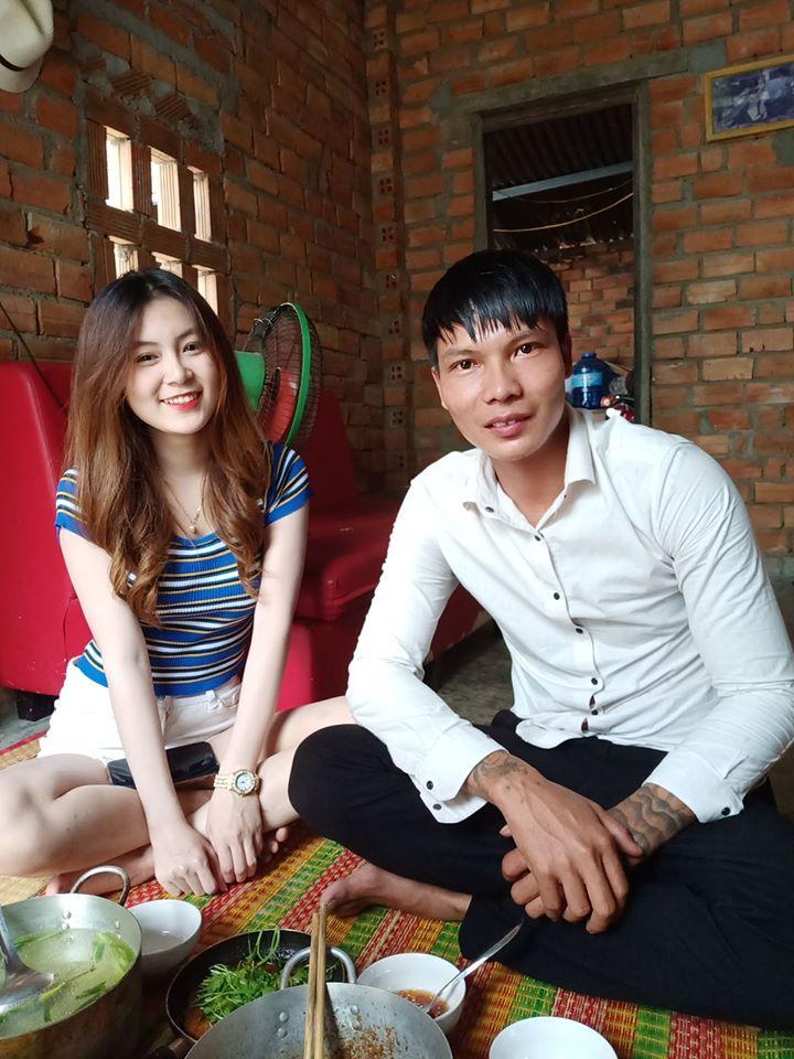 Đưa người đẹp đi ăn, Youtuber đình đám Lộc 'phụ hồ' bị một thanh niên lạ mặt 'hành hung' - Ảnh 1