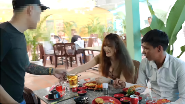 Đưa người đẹp đi ăn, Youtuber đình đám Lộc 'phụ hồ' bị một thanh niên lạ mặt 'hành hung' - Ảnh 3