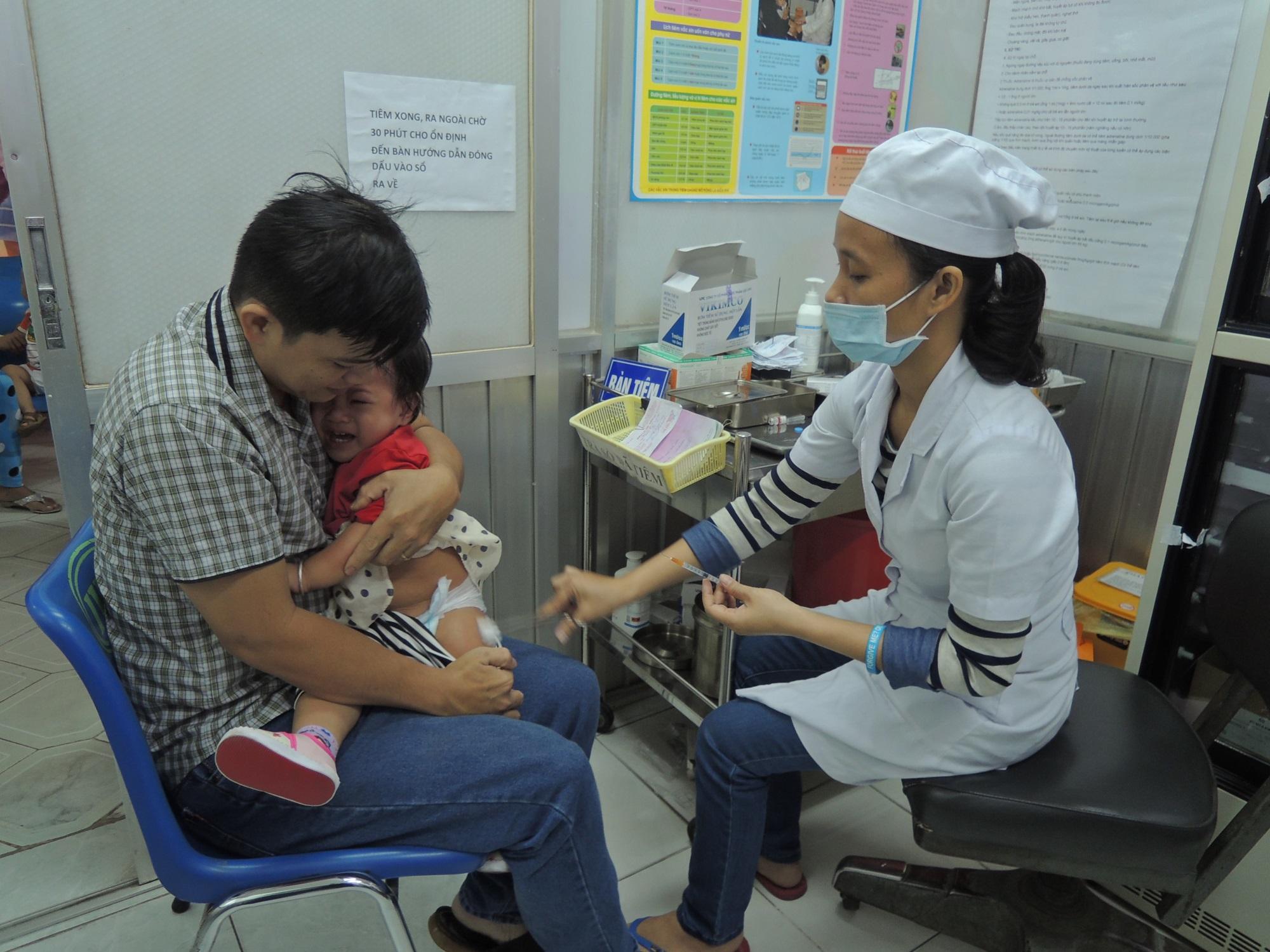 TPHCM: Cấp cứu kịp thời 2 trường hợp phản ứng nặng, sau tiêm vắc-xin ComBE Five - Ảnh 2