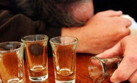 Uống rượu càng nhiều càng dễ chết sớm - Ảnh 1