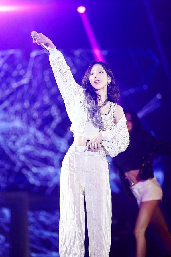 Jennie và những nữ thần tượng lười biếng trên sân khấu - Ảnh 5