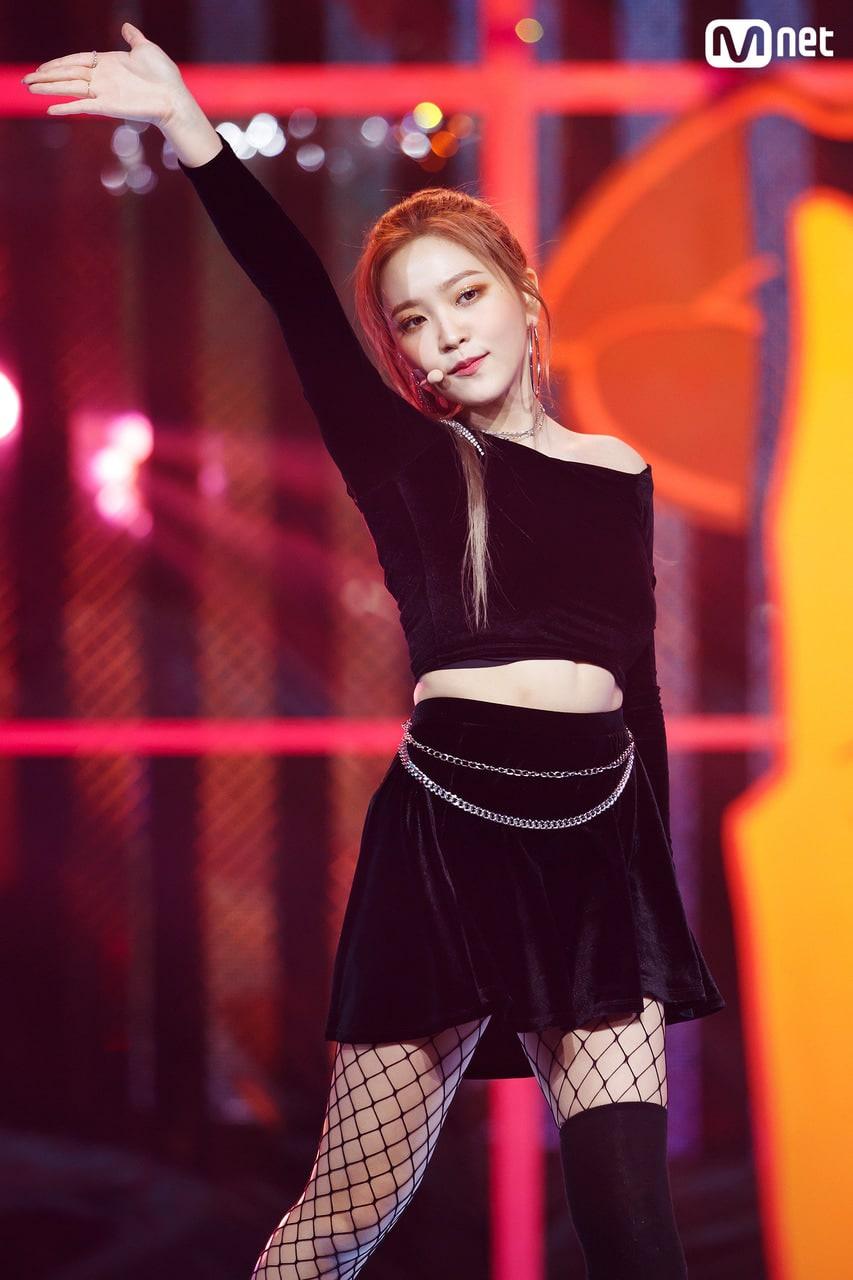 Jennie và những nữ thần tượng lười biếng trên sân khấu - Ảnh 10