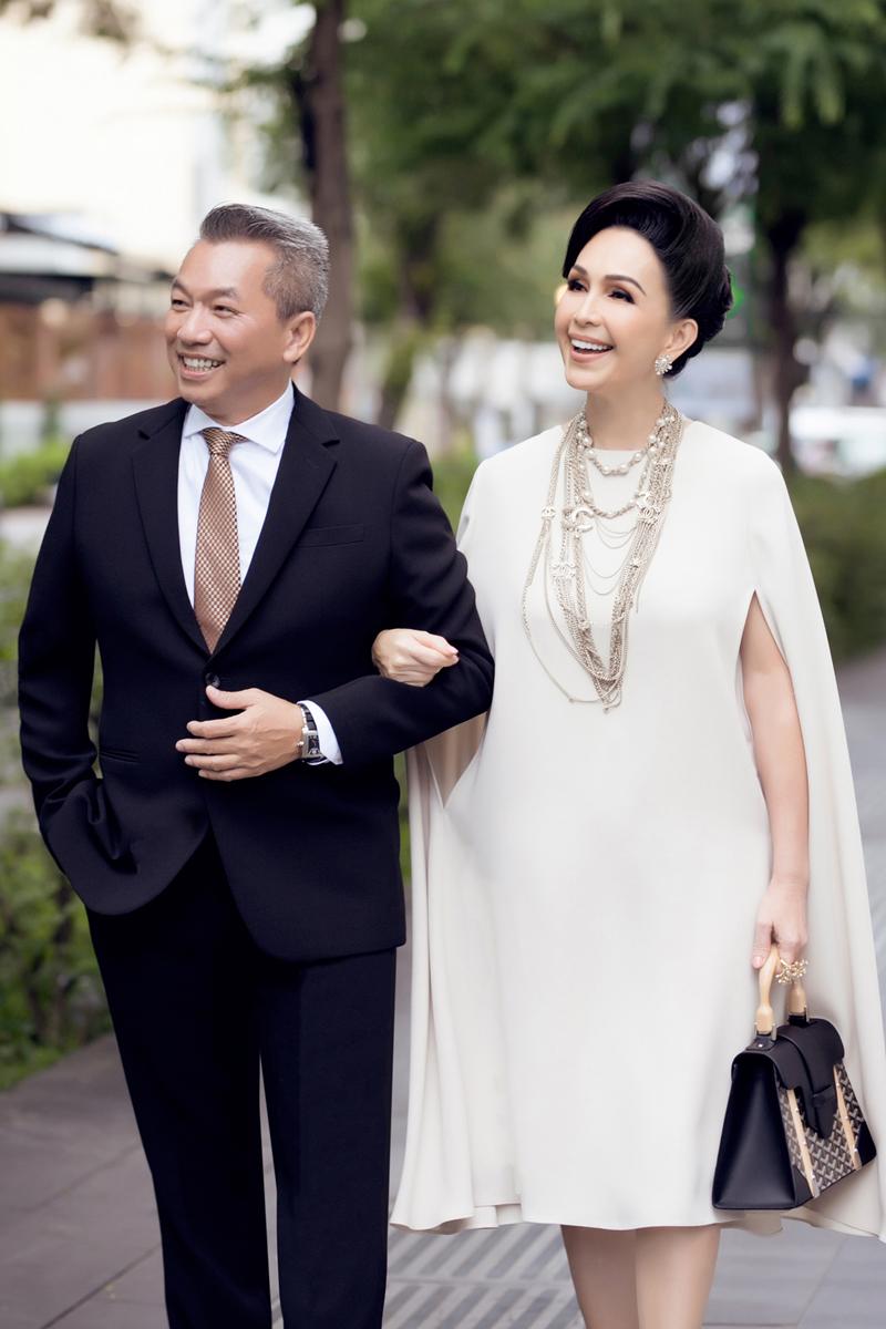 'Nữ hoàng ảnh lịch' Diễm My khoe nhan sắc lão hóa ngược sau 25 năm ngày cưới - Ảnh 5