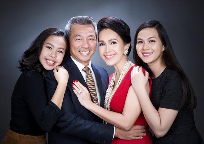 'Nữ hoàng ảnh lịch' Diễm My khoe nhan sắc lão hóa ngược sau 25 năm ngày cưới - Ảnh 7