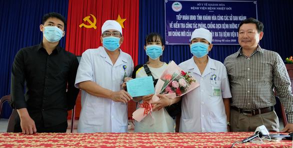 Thêm 3 bệnh nhân nhiễm nCoV khỏi bệnh, được ra viện - Ảnh 1