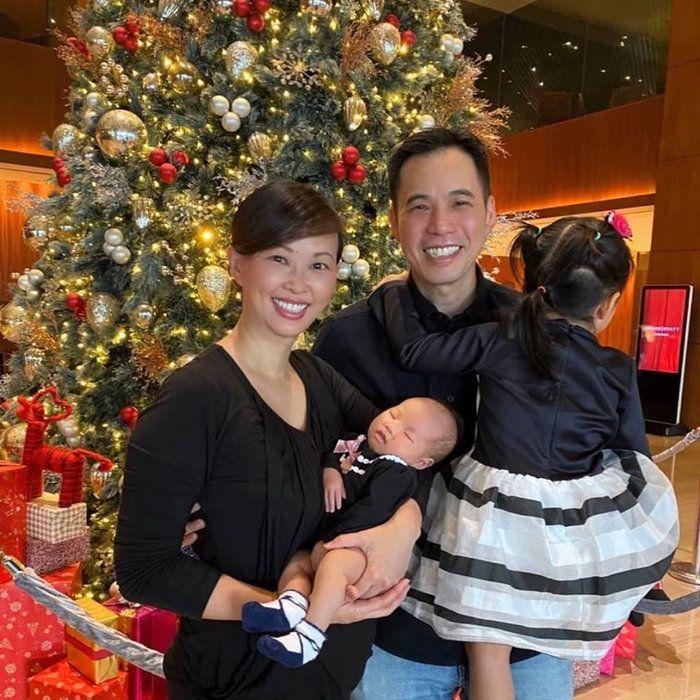 Bế con chưa đúng cách, chồng Shark Linh khiến dân tình lo lắng - Ảnh 9